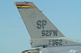 Tail of the 52 Fighter Wing Commander aircraft, F-16CJ, 91-0352 / SP