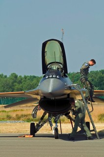 Demo pilot Goofy stepping out of F-16AM, J-055, 311 sqn