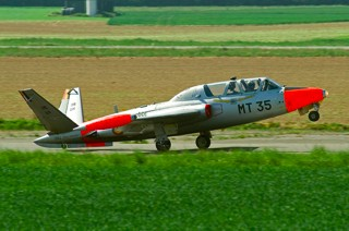 Fouga CM.170R Magister, MT-35, 1 W / 11 Esc. touching down with nose up