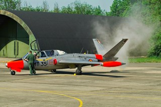 Fouga CM.170R Magister, MT-35, 1 W / 11 Esc. releasing the last smoke