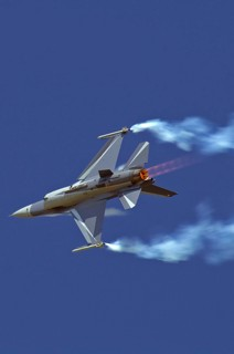 F-16AM, FA-131, 2 W / 1 Esc. making a roll with full afterburners and smoke pods on
