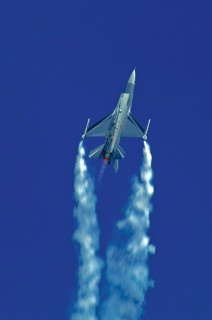 F-16AM, FA-131, 2 W / 1 Esc. climbing with full afterburners and smoke pods on