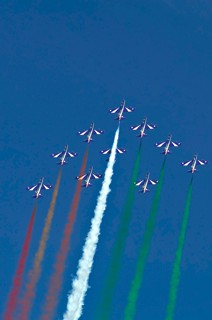 Frecce Tricolori in triangle formation performing a looping