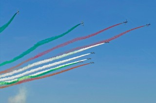 Frecce Tricolori performing multiple roll backs