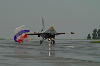 F-16AM, J-055, 313 sqn. with drag chute